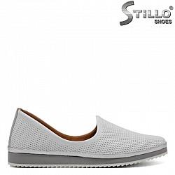 Равни бели обувки с перфорация - 30437