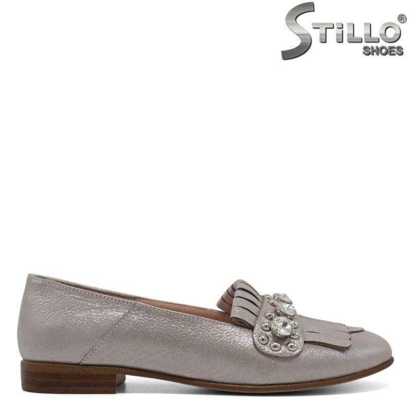 Перлено- сребърни дамски обувки с ресни на нисък ток - 30539