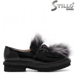 Лачени обувки с пух на  нисък ток - 30541