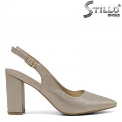 Златни остри обувки на висок ток - 30589