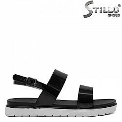 Ежедневни сандали от черен лак - 30652