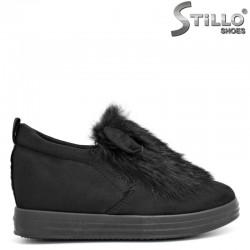 Дамски черни обувки на платформа с пух и ушички - 29372