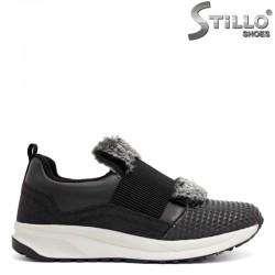 Черни спортни обувки с ластик и сив пух - 29378