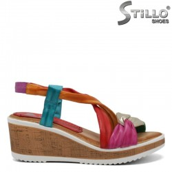 Многоцветни кожени сандали на платформа - 30753