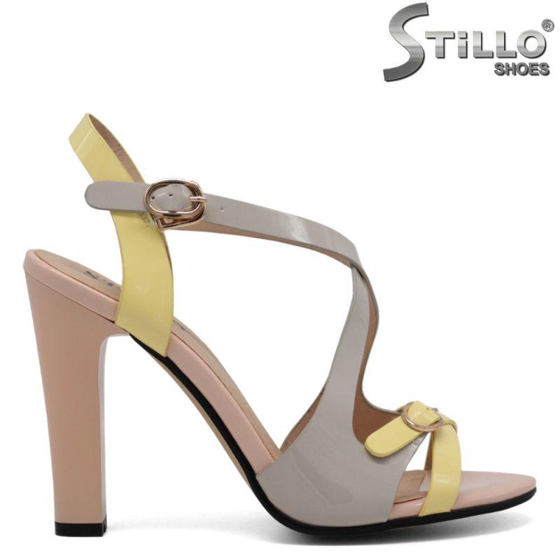 Мултиколор сандали с кръстосани ленти на висок ток - 30817