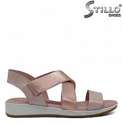 Кожени сандали  с два ластика в розово - 30880