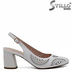 Кожени бели сандали с отворена пета на среден ток - 30931