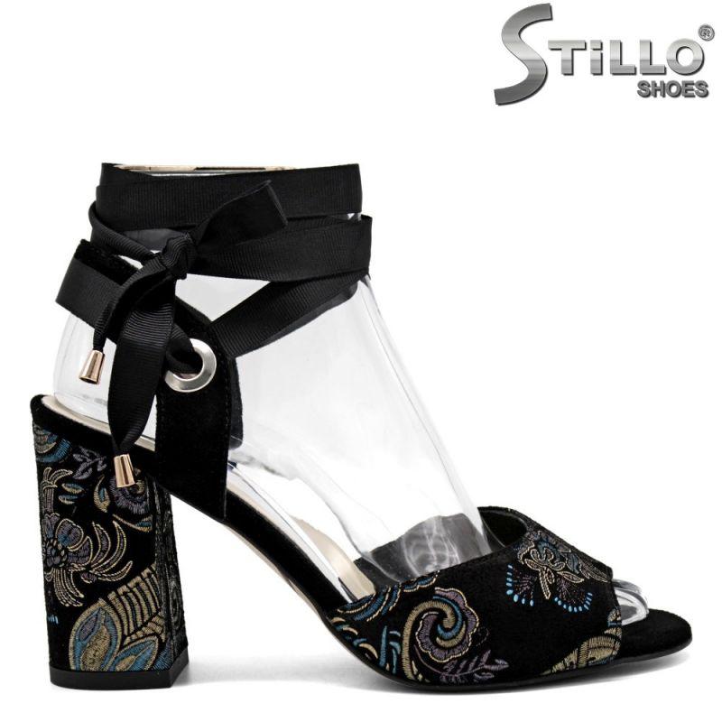 Дамски сандали от естествен велур с бродерия на висок ток   - 31069