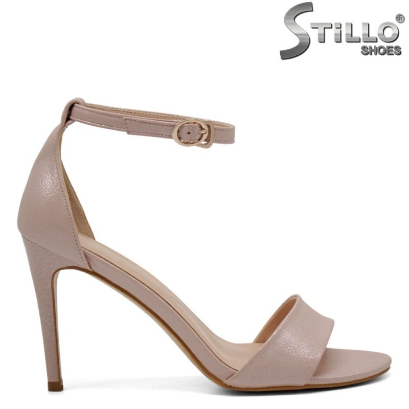 Елегантни розови сандали на тънко токче - 31104