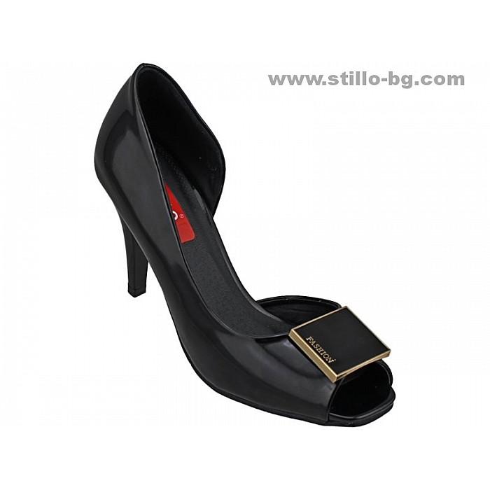 24329 - Елегантни дамски обувки с висок ток от черен лак